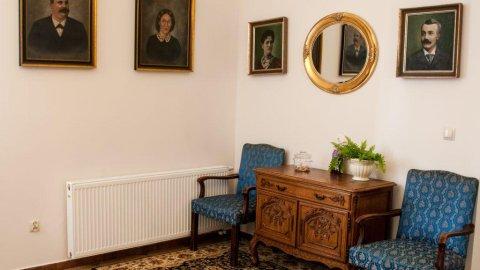Dworek Różany Puzzel. Pokoje w rezydencji w sercu 100 letniego Parku