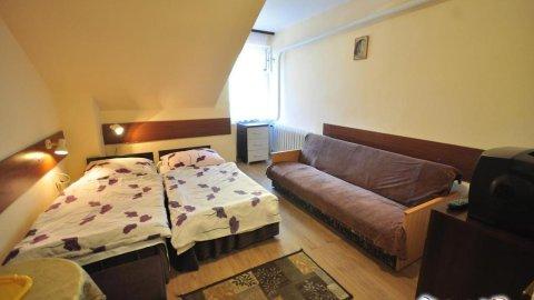 Pensjonat Zameczek. Pokoje 2,3 i 4 - osobowe z łazienkami.
