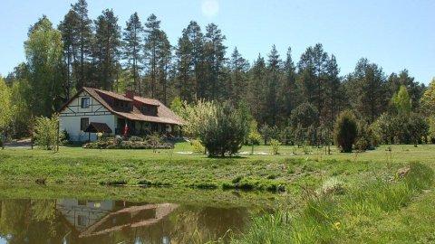 Dom Ostoja Spychowo. Przestrzeń, piękno, natura z dostępem do jeziora