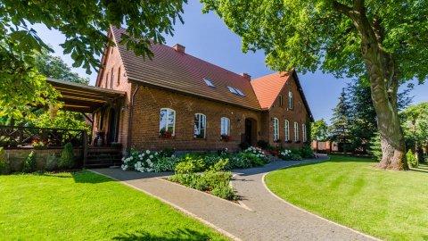 Stara Szkoła Trzcin 20 - dom gościnny w zabytkowej pruskiej szkole