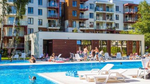 Apartament Pomarańczowy z balkonem. Osiedle Polanki z basenem. 300 m. do plaży
