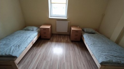 Hostel z pokojami 2 i 4 osobowymi wyposażonymi w klimatyzację i wi-fi