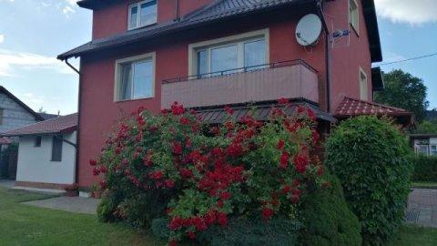 U Jasia. Komfortowe apartamenty i pokoje w budynku z ogrodem