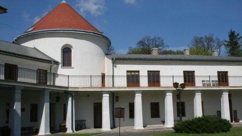 Zamek w Lesku. Zarezerwuj pobyt w zabytkowym budynku, poczuj ducha historii
