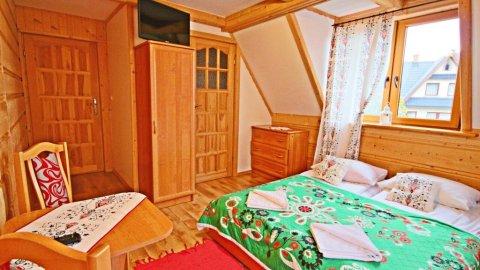 Pokoje w góralskim domu MKameralna atmosferara, góralski styl, spokojna okolica.