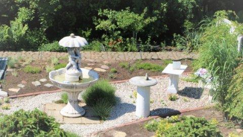 Cicha willa Polna w otoczeniu pięknego ogrodu.