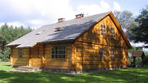 Chata Na Skrzynce. Ekologiczny dom z drewnianych bali nad Jeziorem Powidzkim