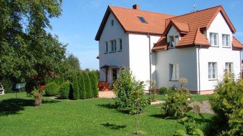 Dom Gościnny Asia. Ogród, altana z grillem, parking, pokoje z łazienkami